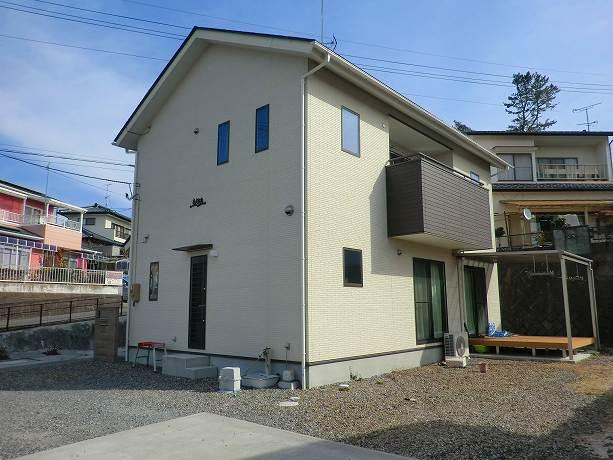東田町金子平★築浅で敷地100坪★太陽光発電付き!!